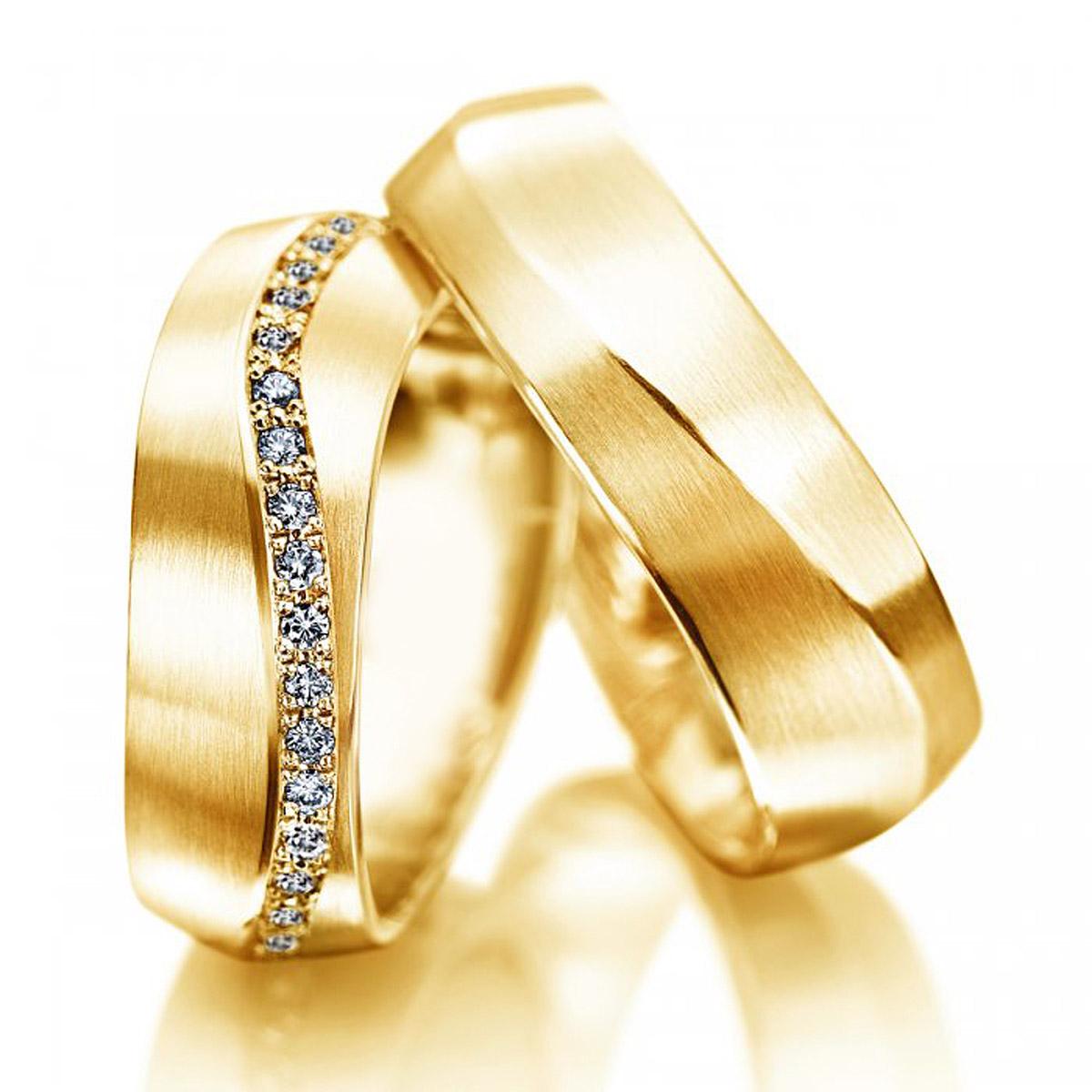 Alian�a de Noivado Modelo Tri�ngulo com Diamantes