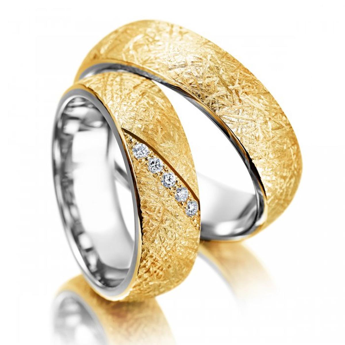 Aliança Efeito Amassado de Casamento e Noivado com Diamantes