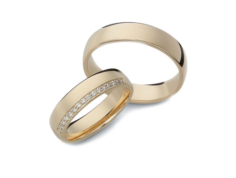 Aliança Lisa com Diamantes Laterais de Casamento