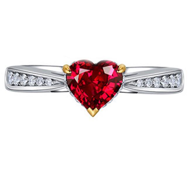 Anel com Rubi em Formato de Cora��o com Diamantes