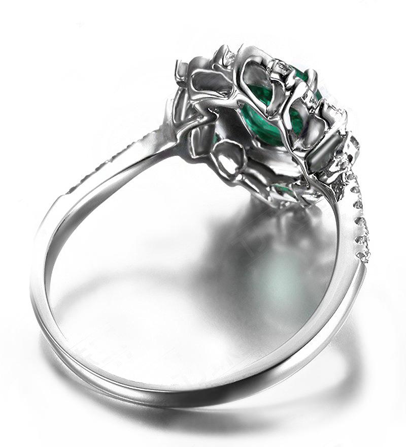 Anel de Formatura Esmeralda com Pétalas de Diamantes