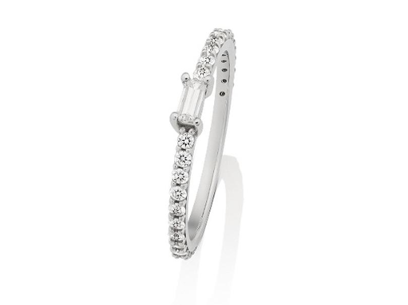 Anel Delicate com Diamantes para 15 Anos