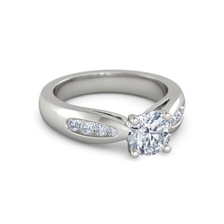 Anel Solit�rio de Noivado e Casamento com Diamantes Laterais