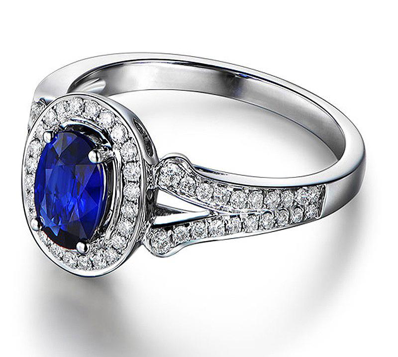 Anel Safira Azul Oval com Diamantes
